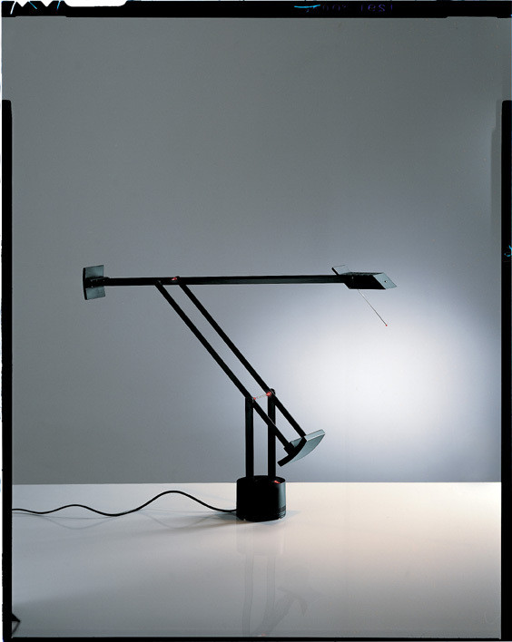 lampe de bureau tizio artemide luminaires pierrel. Black Bedroom Furniture Sets. Home Design Ideas